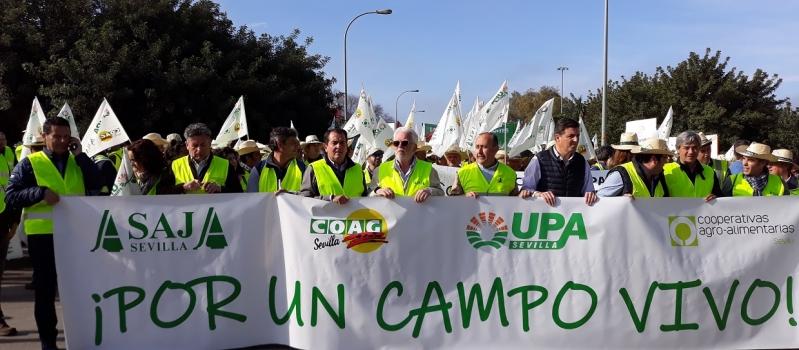 ¡Mañana jueves, 15 de abril, concentración-tractorada en la Plaza de España en contra de la convergencia…