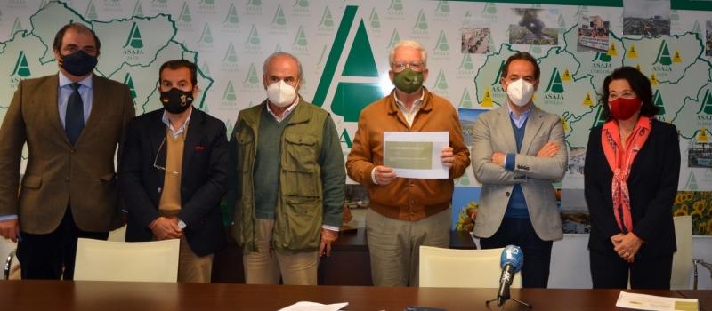 ASAJA-Andalucía y la plataforma del toro bravo demandan el apoyo de la Junta para salvar las…