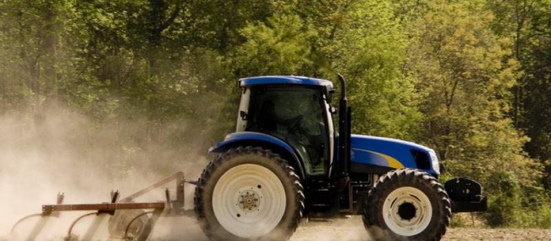 ¿Deben estar matriculados los tractores y demás maquinaria agrícola si no salen a vía pública?
